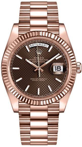 replique Montre homme Rolex Day-Date 40 en or rose massif 18 carats 228235