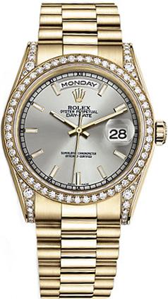 replique Rolex Day-Date 36 cadran argenté avec lunette en or et diamant 118388